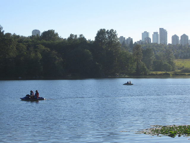 Deer Lake Paddleboats (c) Irene Kehler CC BY-SA 2.0